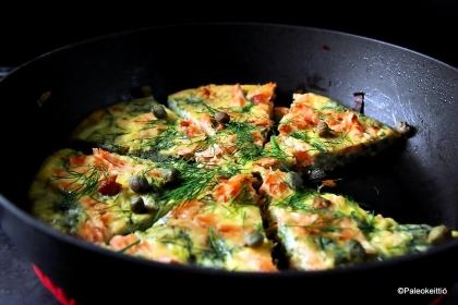 Savulohi-pinaatti frittata | TehoPaleo -reseptit 2/15