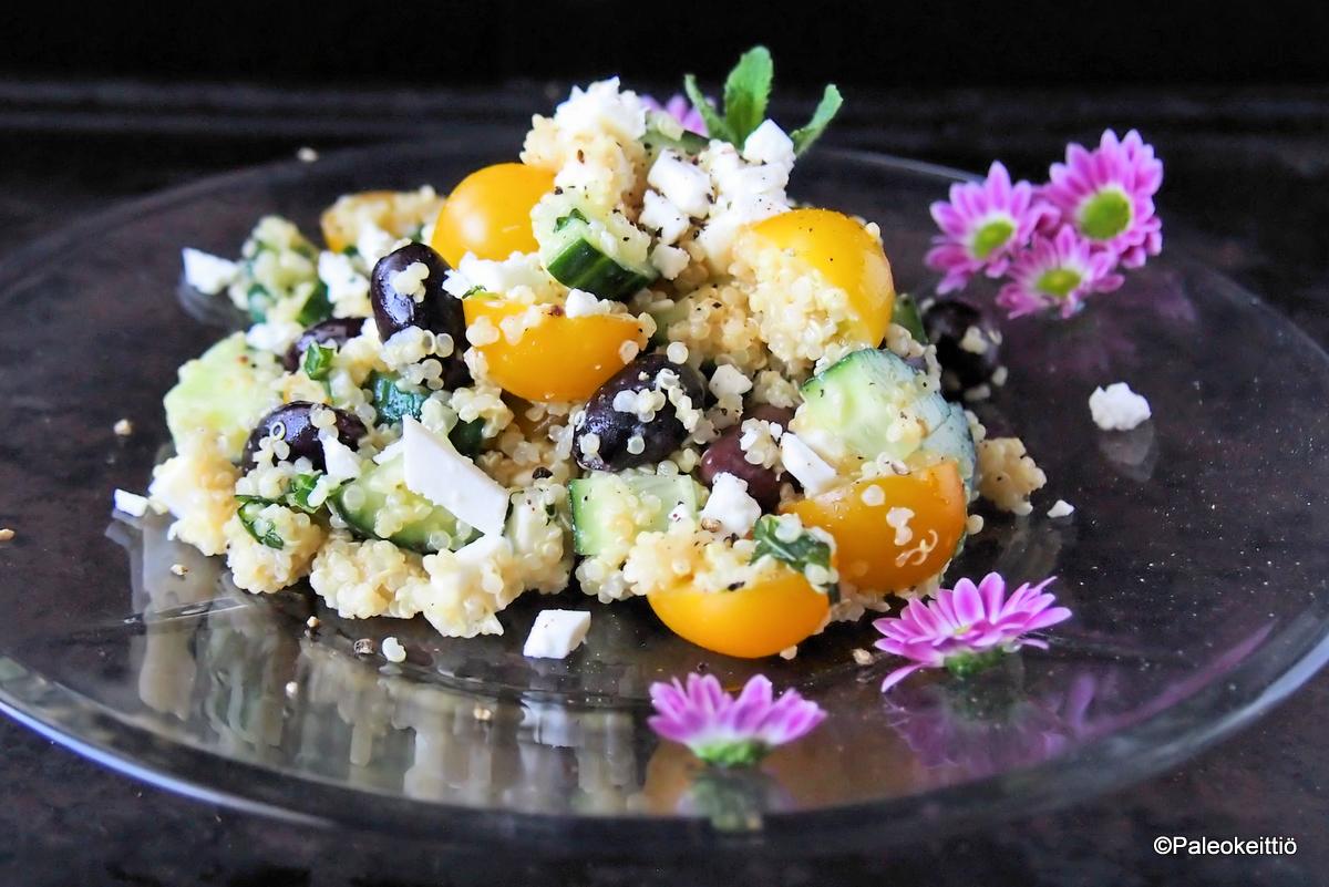 Välimerellinen kvinoasalaatti sitruunakastikkeella | paleokeittio.fi