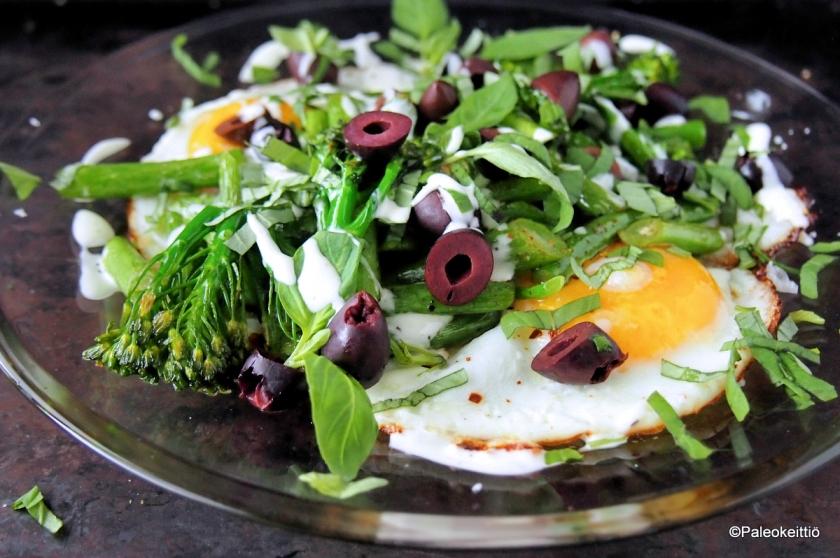 Pikaruokaa jämistä - Broccolinin varsia ja thaibasilikaa | paleokeittio.fi