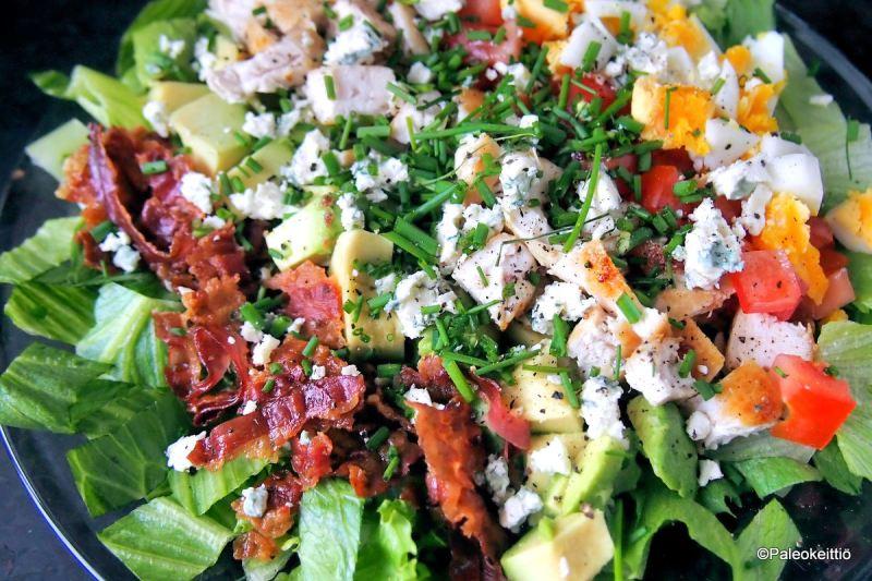 Cobb -salaatti - Ruokaisa klassikko | paleokeittio.fi
