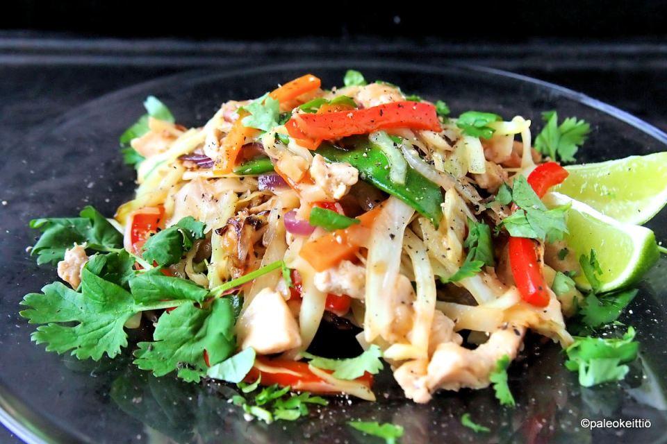 Nopea kanawokki ja helppo wok -kastike | paleokeittio.fi