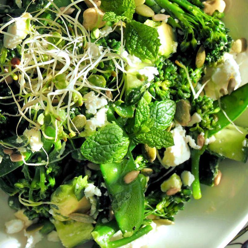 Virkistävän vihreä salaatti | paleokeittio.fi