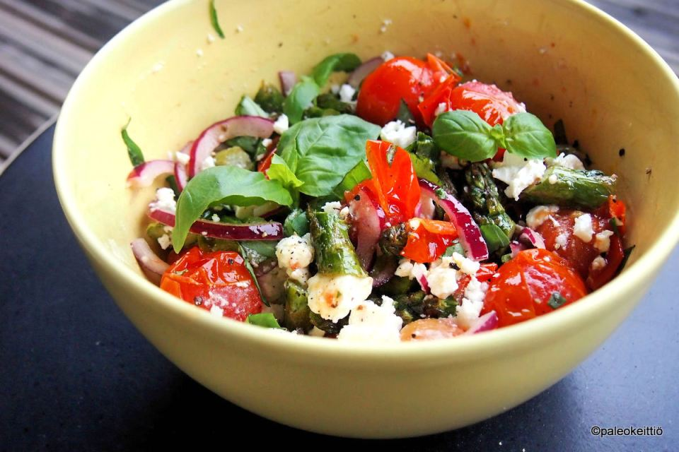 Lämmin parsa-tomaattisalaatti kreikkalaisittain | paleokeittio.fi