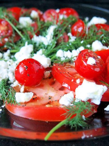 Tomaatti-tillisalaatti @paleokeittio.fi
