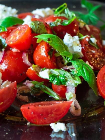 Italialaisittain ja tillillä maustetut tomaattisalaatit   paleokeittio.fi